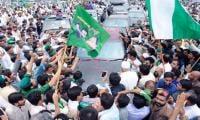 Nawaz Sharif accorded warm welcome on entering Rawalpindi