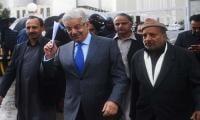 Khawaja Asif exults at SC verdict, terms Imran Khan 'Phateechar' bowler