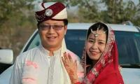 Chinese couple holds marriage ceremony in Pakistani wedding style