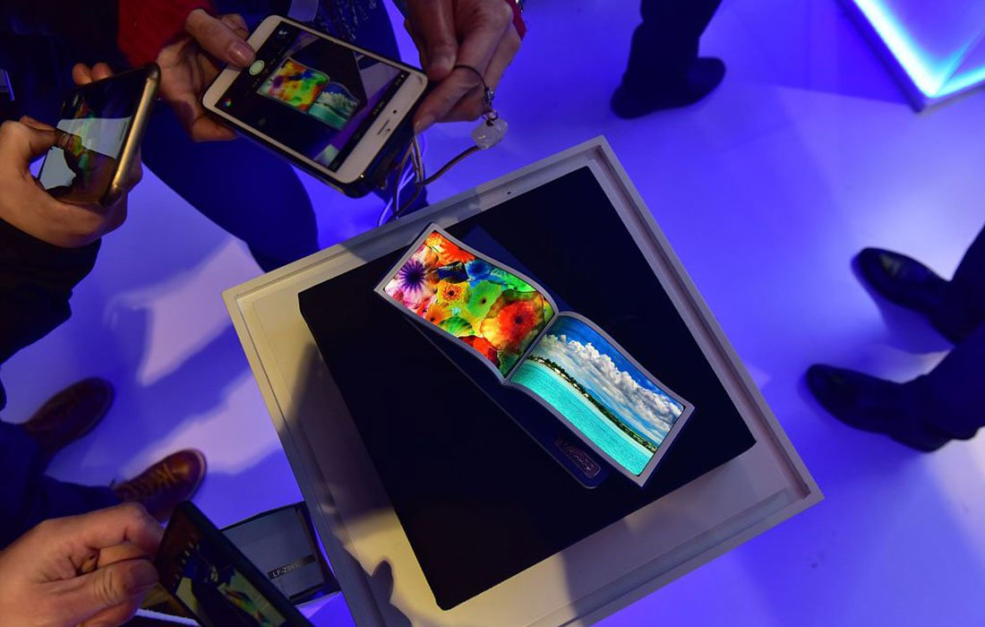 Flexible screens are displayed at the Fourth World Internet Conference.