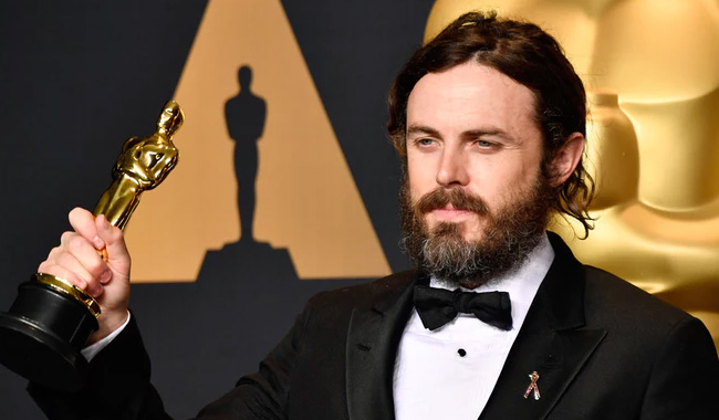 Casey Affleck withdraws from presenting best actress award at Oscars