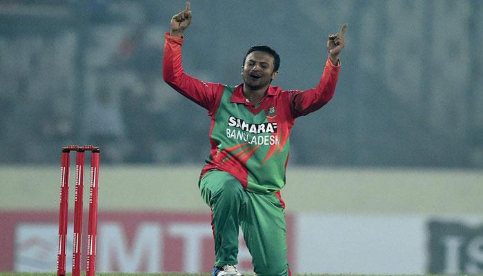 Spinners strike as Sri Lanka begin victory push