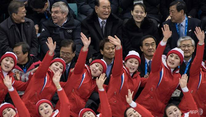 North´s ´army of beauties´ seduces as Koreans suffer hockey