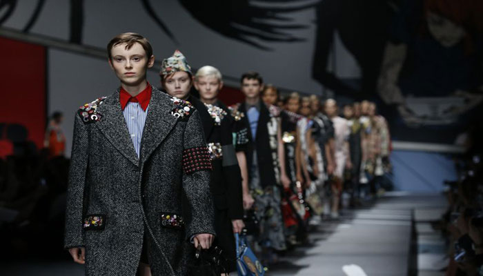Fashion: Models Walk Runway Carrying Their Heads in Gucci Show