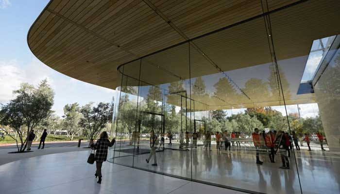 Apple Employees Are Running Into Glass Structures Reveals 911