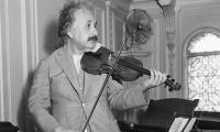 纽约拍卖会上,阿尔伯特爱因斯坦的小提琴获得373,000英镑