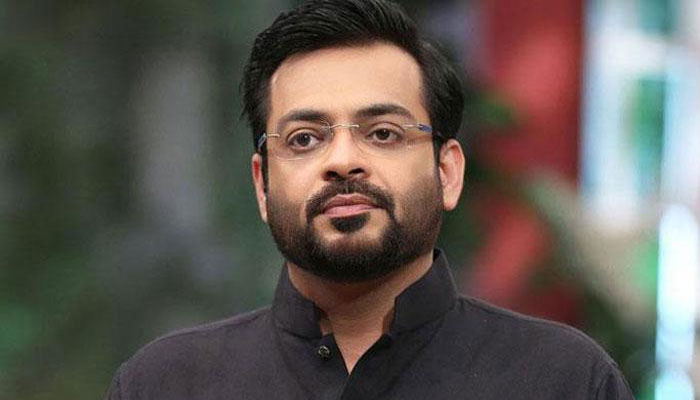 Aamir Liaquat joins PTI at news conference in Karachi