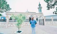 基督教将礼物清真寺赠送给阿联酋的穆斯林工人