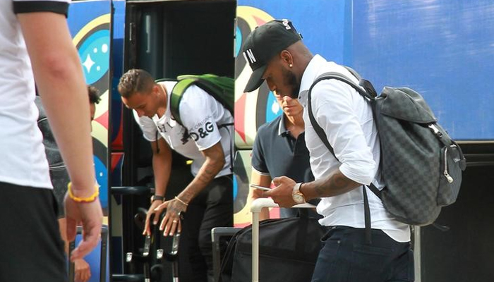 Brazil fans greet team after world cup knockout sports thenews rio de janeiro members of brazil soccer team which was knocked out of the 2018 world cup were applauded by fans greeting the clubs arrival at rio de m4hsunfo