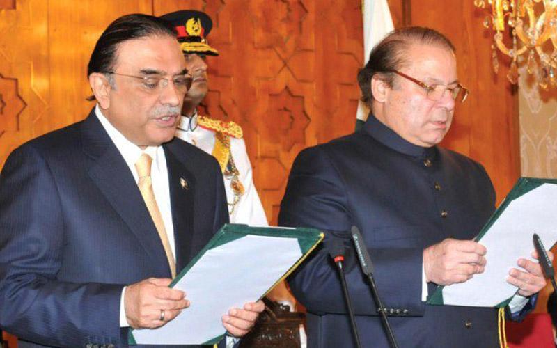 Former president Asif Ali Zardari administers oath to PM Nawaz Sharif on June 05, 2013.