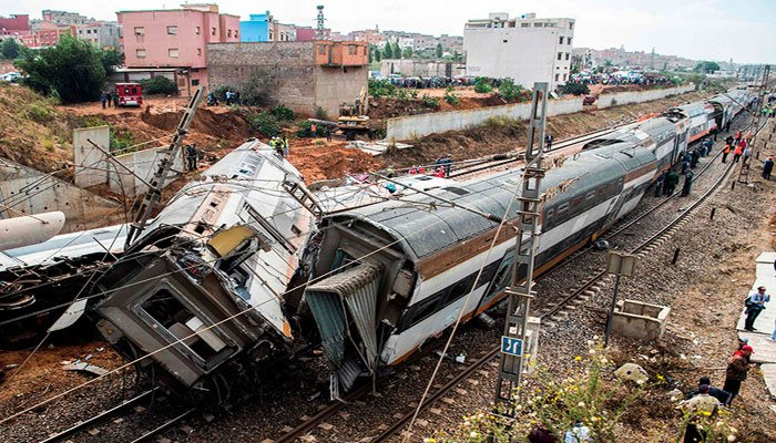 At least 7 killed as passenger train derails in Morocco class=