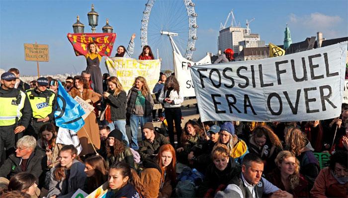 Climate Change Protesters Block off 5 London Bridges