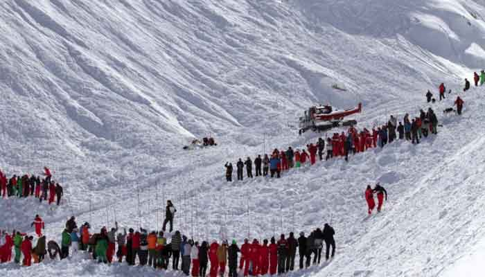 Italy avalanche kills British and French skiers