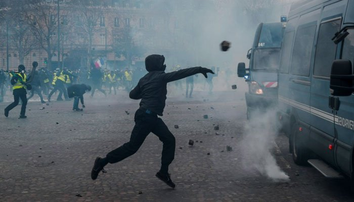 Violence returns as France's yellow vest protests enter fourth month