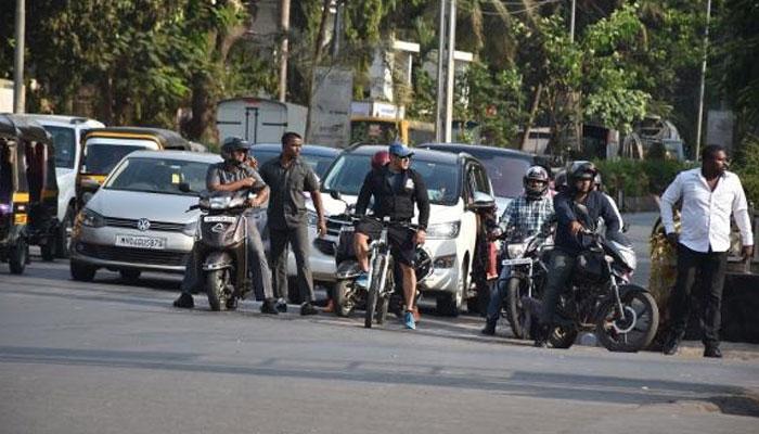 333f7f716 Salman Khan takes Mumbai streets by storm as he goes cycling ...
