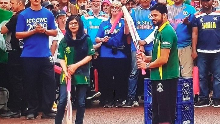 Virat Kohli meets Queen Elizabeth before opening ceremony