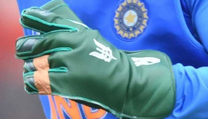 Mahendra Singh Dhoni will have to remove dagger insignia from gloves: ICC