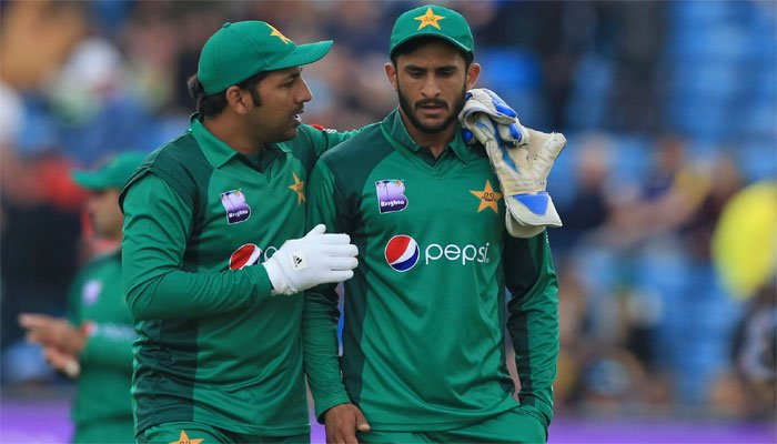 Babar ton keeps Pakistan World Cup semi-final hopes alive