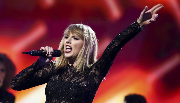 Kelly Clarkson Offers Advice to Taylor Swift Following Scooter Braun Drama