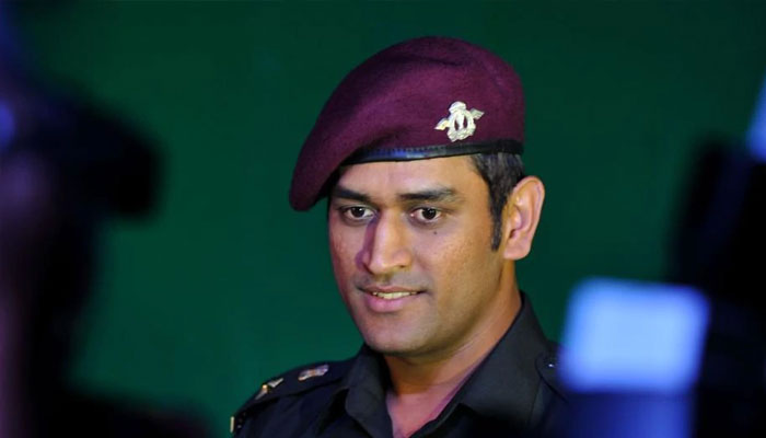 Dhoni fulfils promise, begins training with Parachute Regiment
