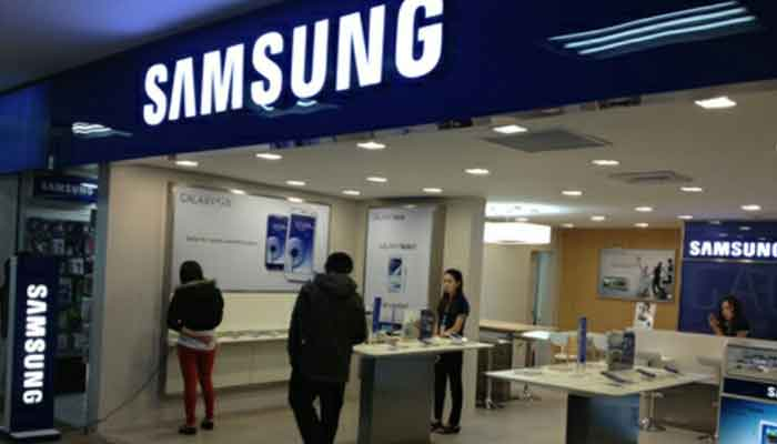 Samsung Electronics Q2 net halves on weak chip prices, mobile slump