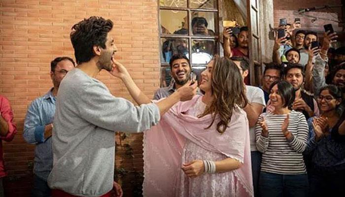 This actor keeps a check on Sara Ali Khan's sweet addiction