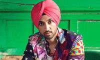 Invitation by a Pakistani: Indian singer Diljit Dosanjh in hot waters