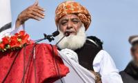 Fazl threatens to send govt home as JUI-F caravan closes in on Islamabad