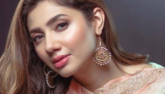 Date of Birth of Pakistani celebrities- Mahira Khan
