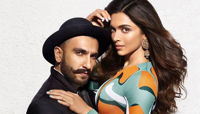 Saif Ali Khan & Kareena Kapoors Xmas bash: B-town celebs descend in style