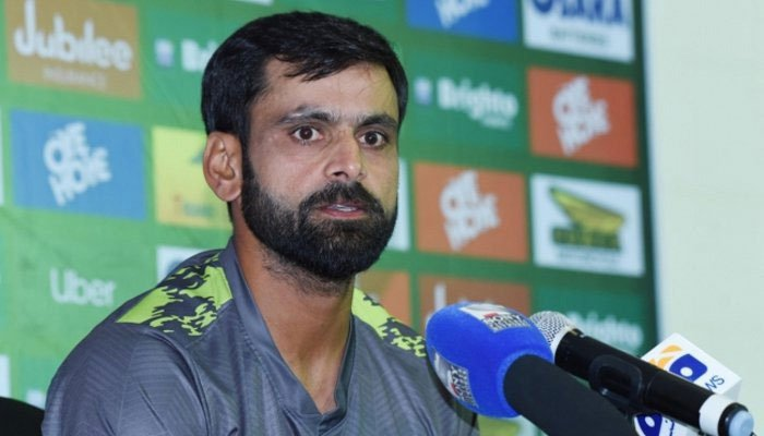 Mohammad Hafeez banned from bowling in ECB competitions