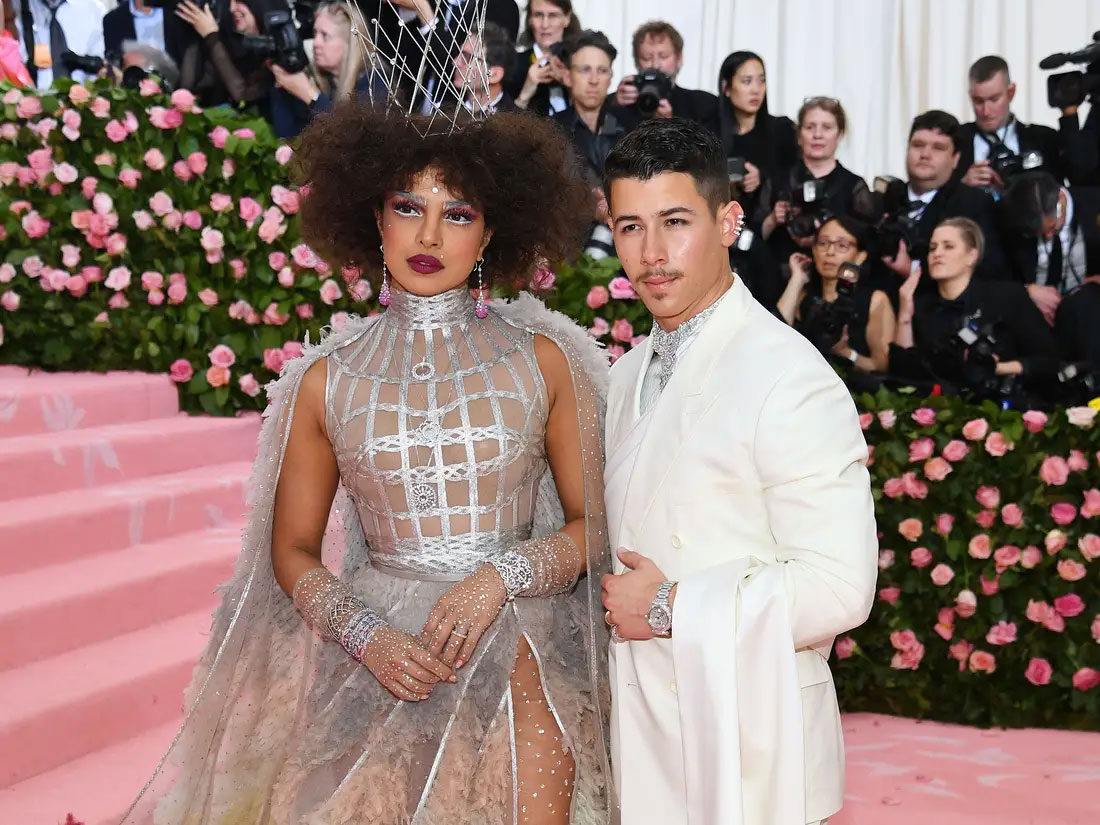 Priyanka Chopra, Nick Jonas' passionate kiss on stage goes viral