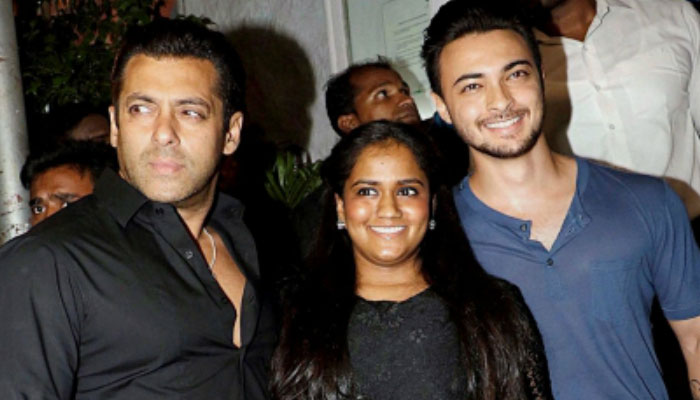 Salman Khan rings in New Year's eve with Ayat at his farmhouse