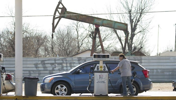 US oil prices hit 21-year lows as demand disappears