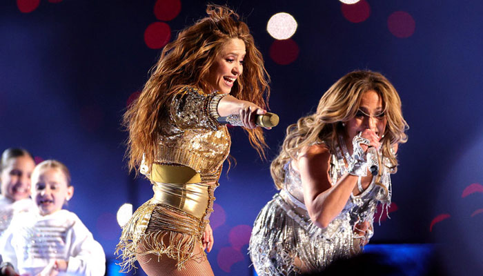 Jennifer Lopez becomes Shakiras dance teacher in Super Bowl rehearsal video