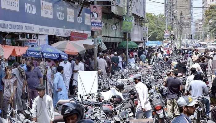 Traders defy Sindh govt's decision on resumption of businesses in Karachi