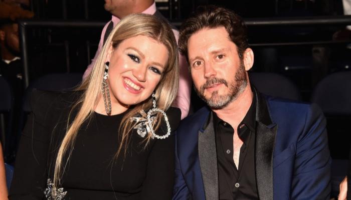 Blake Shelton helping Kelly Clarkson through messy divorce with Brandon Blackstock