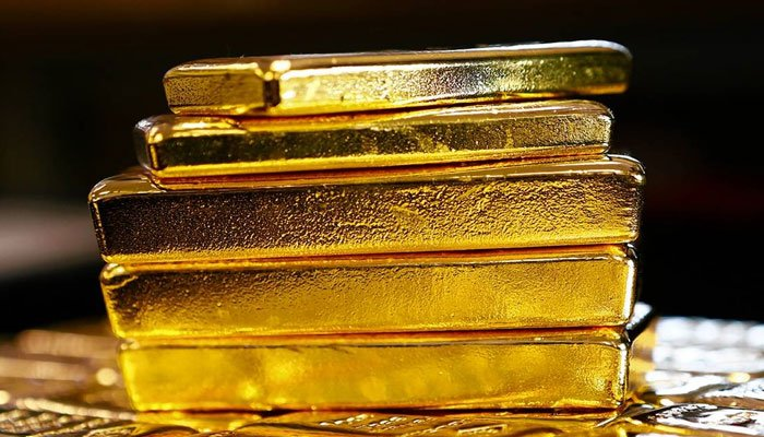 Gold Price Threatens $1,900, Experts Say Keep Buying