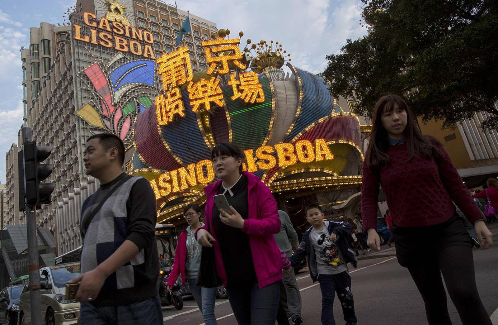 Macau gambling revenue rises 18 percent in March as high rollers return