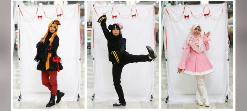 She Is Among A Growing Number Of Young Muslim Women In Southeast Asia Who Are Taking Part Hijab Costume Play Finding Creative Ways To Incorporate The