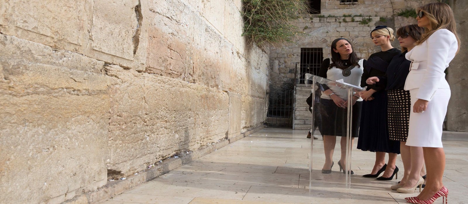 Ivanka Trump (2nd L), and First Lady Melania Trump (R) visit the Western Wall. Photo AFP