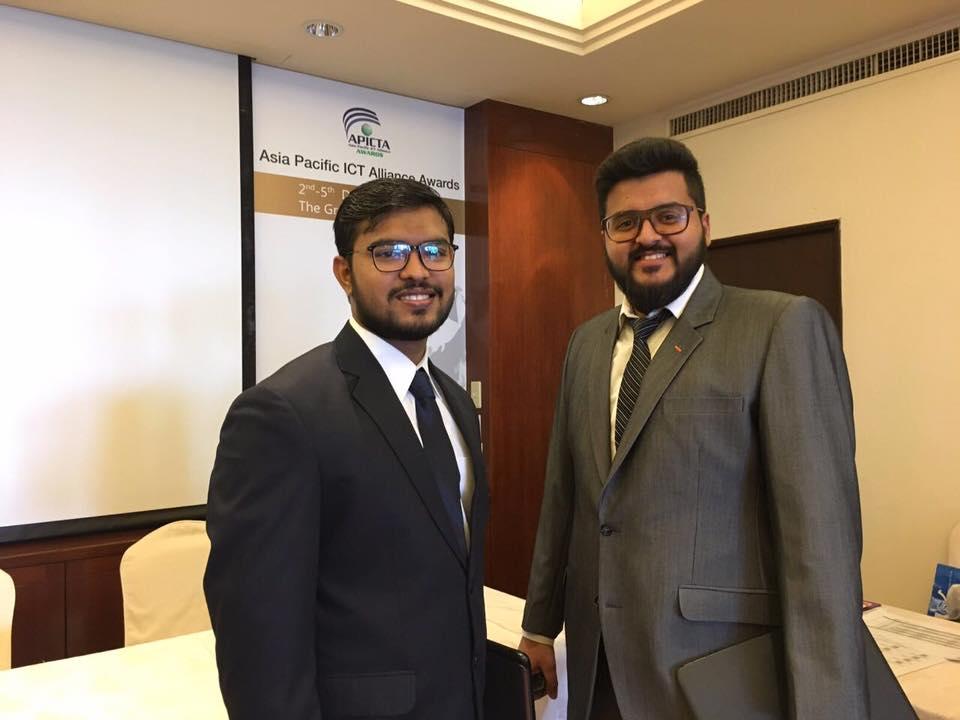 Usama Nouman (L) and Talha Yasin (R), co-founders Botsify)
