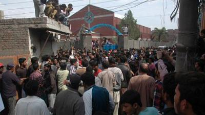 15 killed as suicide bombers hit two Lahore churches