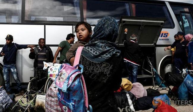 Migrants stranded in Greece take to fields