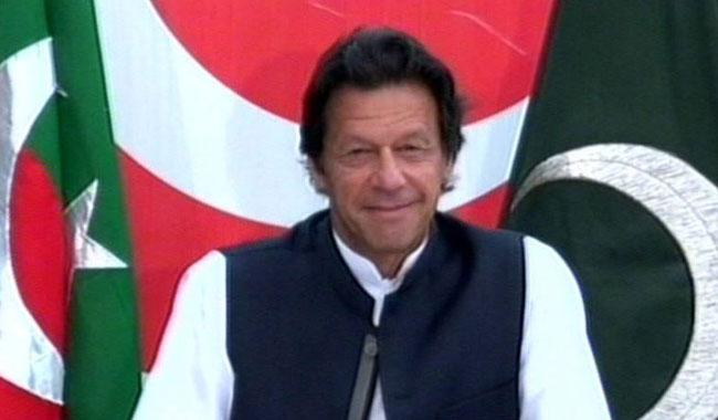 Imran asks Nawaz to face accountability