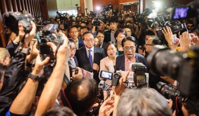 HK pro-independence lawmakers blocked from taking oath