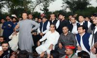 Imran likely to reach Islamabad by helicopter on Nov 2