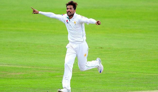 Amir in his element as Pak batsmen flop again