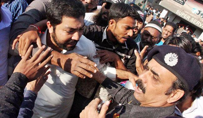 MQM-London activists clash with law enforcers in Karachi, Hyderabad