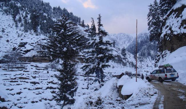 Dir-Chitral road cleared of snow up to Lowari Tunnel